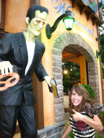 Howl-O-Scream 2011 - Frankenstein in Germany with a Pretzel